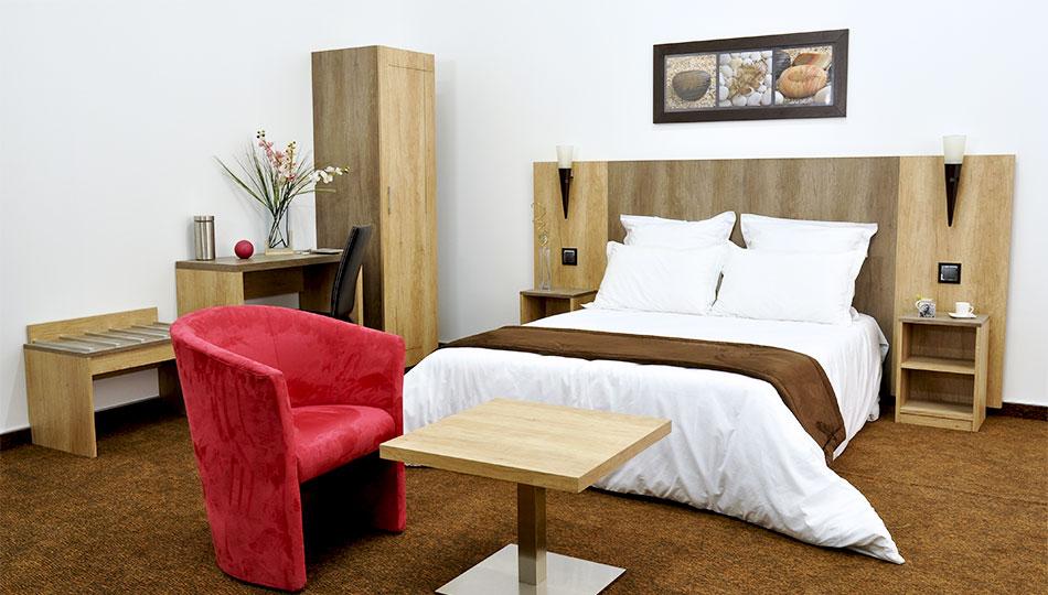 Meuble chambre hotel for Createur meuble